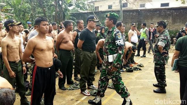 Gunakan Atribut Militer, Ormas di Sukabumi di Gerebek TNI