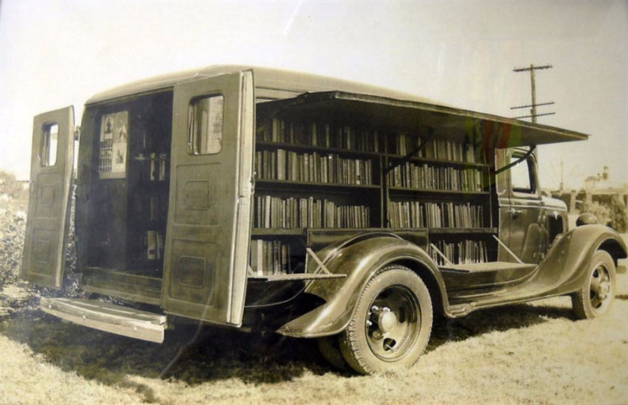 Before Amazon, We Had Bookmobiles 15+ Rare Photos Of Libraries-On-Wheels - An Opened Bookmobile, 1925