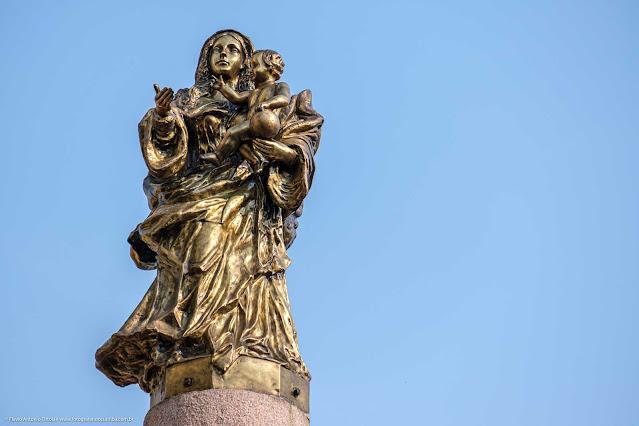 Escultura de Nossa Senhora da Luz dos Pinhais, a padroeira de Curitiba