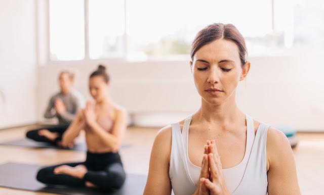 Yoga, insotita de meditatie: calea catre un trup frumos si un suflet in armonie