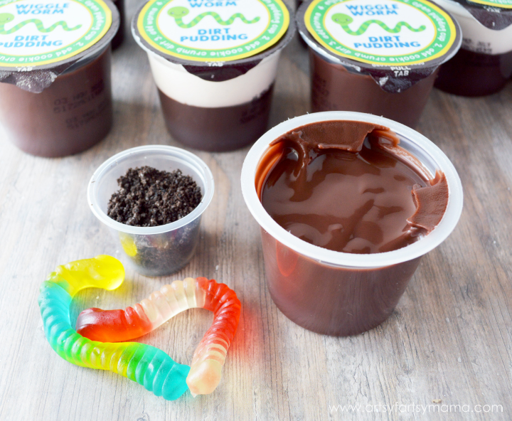 Wiggle Worm Dirt Pudding with Free Printable Labels at artsyfartsymama.com