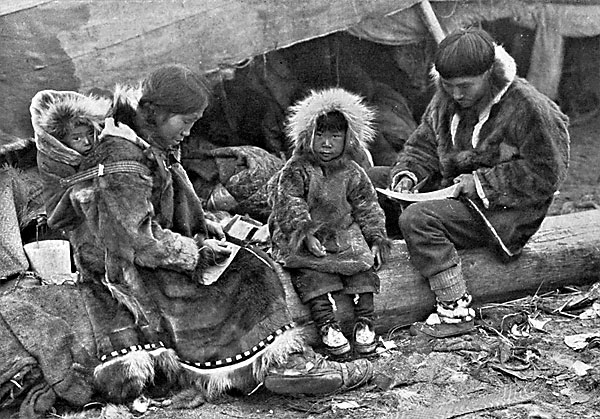 hopi indians essay In the hopi language spoken by hopi indians hence, this essay will address the anasazi indians culture by focusing on their arts, architecture, and music.