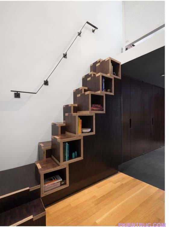Cầu thang kết hợp với các kệ sách