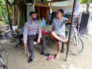 Imbau Protokol Kesehatan, Bhabinkamtibmas Briptu Ilham Sambangi warganya