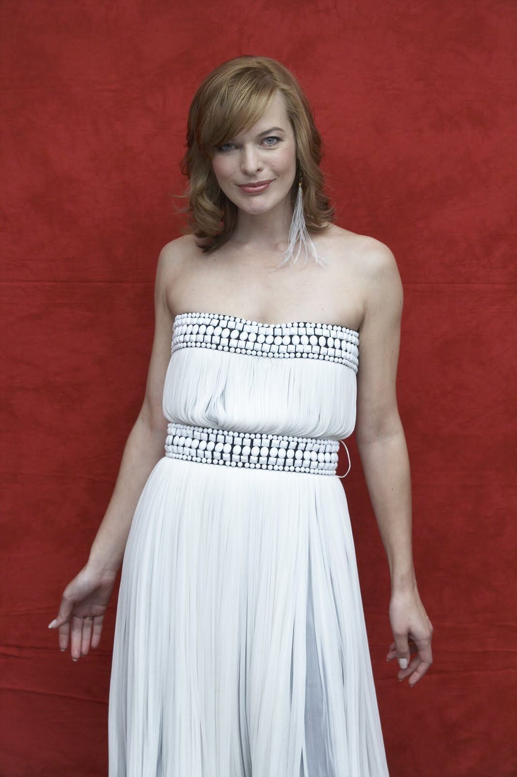Celebrity Milla Jovovich Hairstyle Pictures