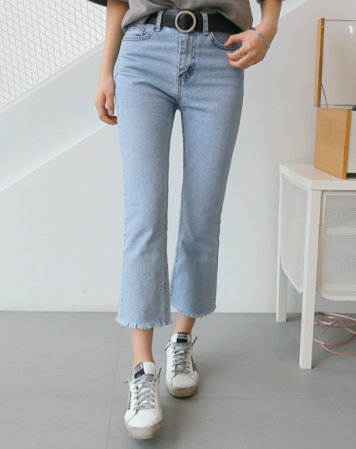 Simple Frayed Hem Semi Boot Cut Cropped Pants