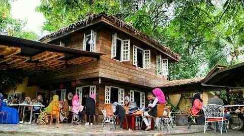 tempat makan bernuansa alam di Medan, Cafe Rumah Pohon