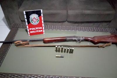 Homem mata cachorro com tiro de espingarda e é preso no Sertão