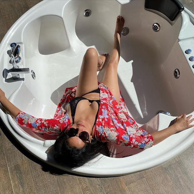 monalisa-bathtub-pics-goes-viral