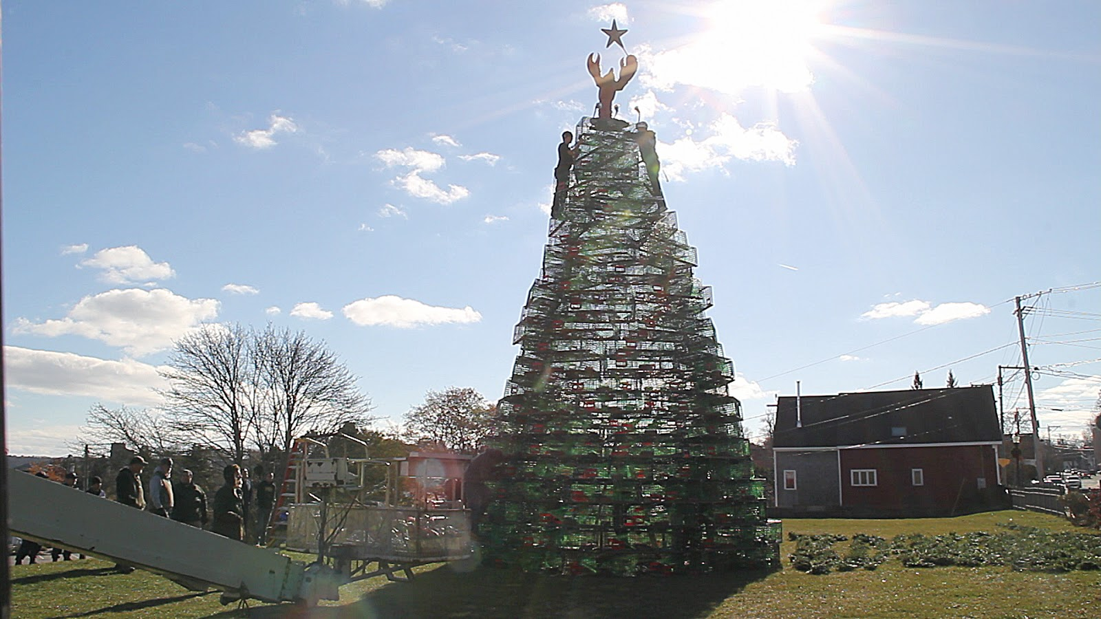 rockland every year i look forward to the building of rocklands lobster trap christmas tree for me this is the official start of the 2017 christmas - Christmas Tree For Me