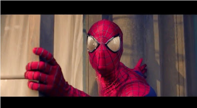 Hombre araña con su version en bebe