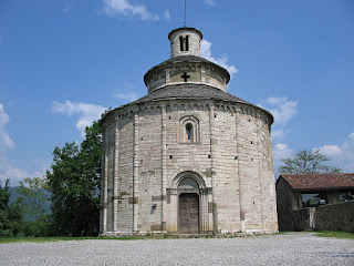 Almenna San Bartolomeo is famous for its circular  Romanesque church, the Rotonda San Tomè