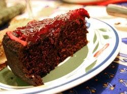 Šokoladinis pyragas su spanguolėmis