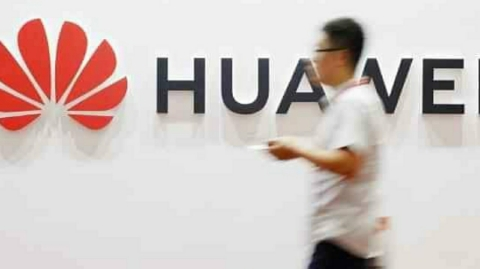 US bans Chinese company Huawei and ZTE