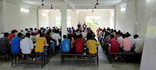 नीट की तैयारी की कोचिंग के लिए हुई प्रवेश परीक्षा | #NayaSaberaNetwork