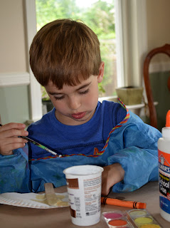 Easy way for preschoolers to glue