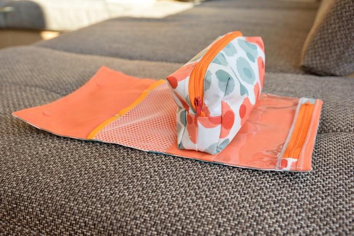 RollUp Tasche geöffnet, beschichtete Baumwolle in Grau-, Weiß- und Orange-tönen, Netzfach und Fensterfach