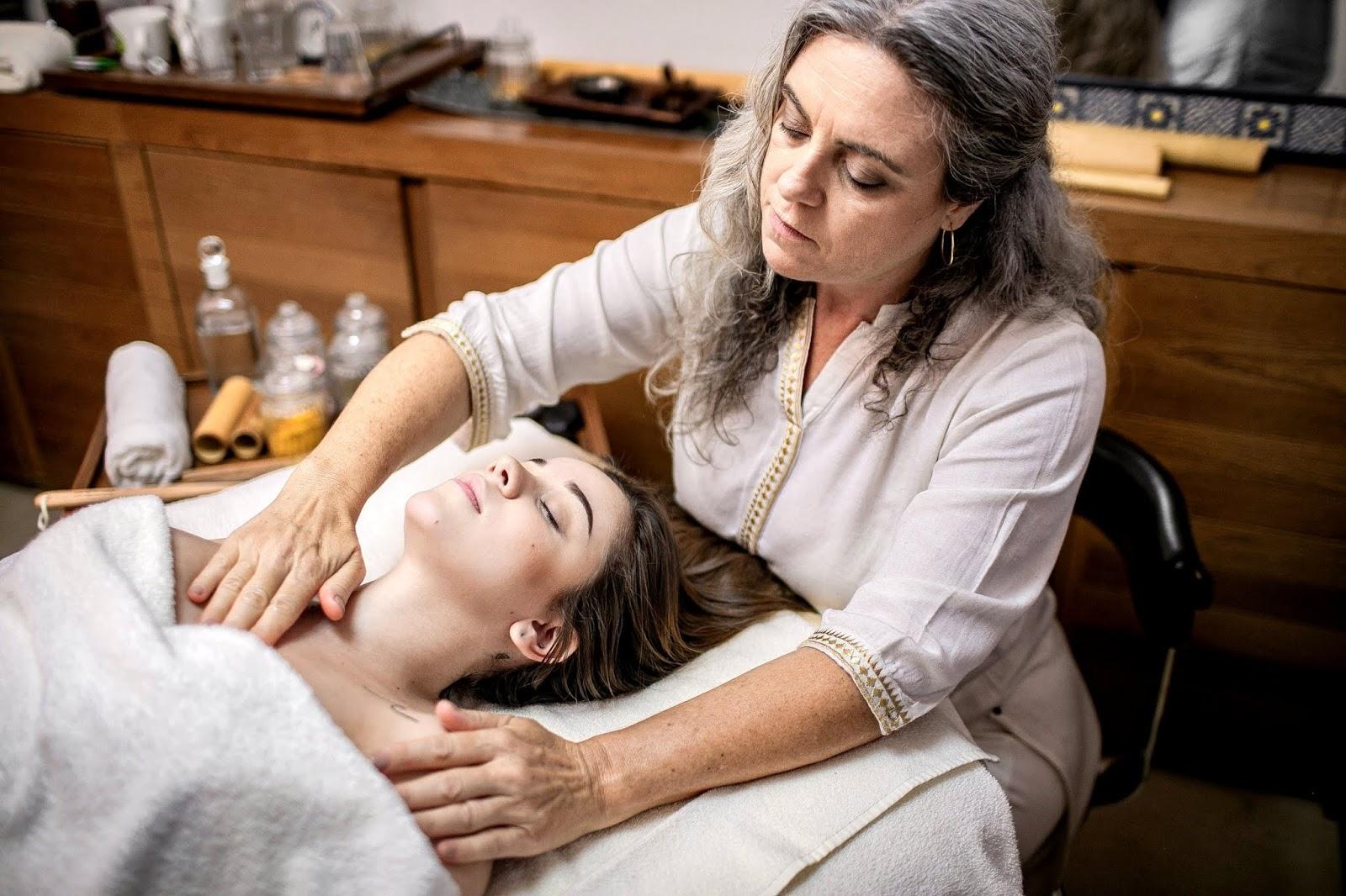 Instituto oferece ambulatórios de massagem a R$ 20 e cursos gratuitos