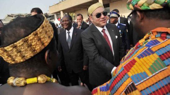 """جون أفريك: قيام الملك بأكثر من خمسين رحلة إلى أفريقيا يجسد """"التوجه الجديد نحو التغيير"""""""