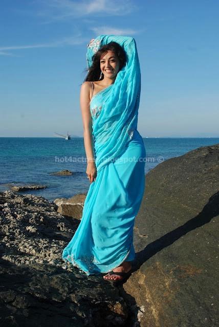 Hot kajl agarwal latest saree stills