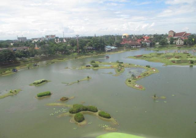 miniatur kepulauan Indonesia di Taman Mini Indonesia