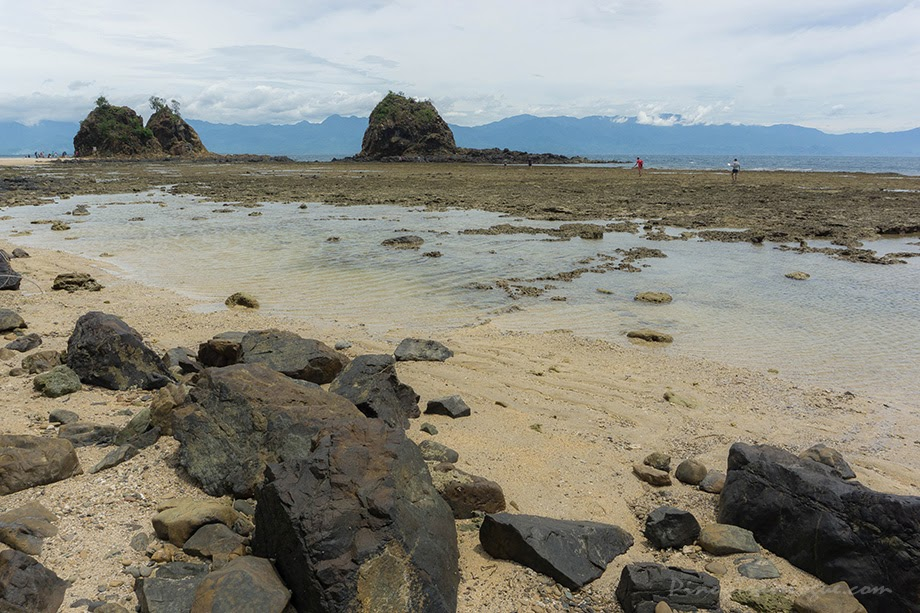 Diguisit Beach and Aniao Islets on low tide