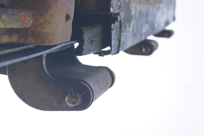 Engsel Pintu Belakang Truck