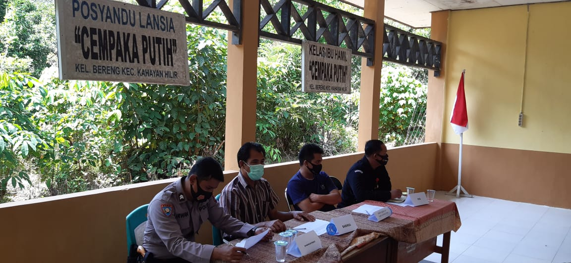 Bhabinkamtibmas Polsek Kahayan Tengah Sosialisasikan Pencegahan Karutla Bersama Mahasiswa KKN