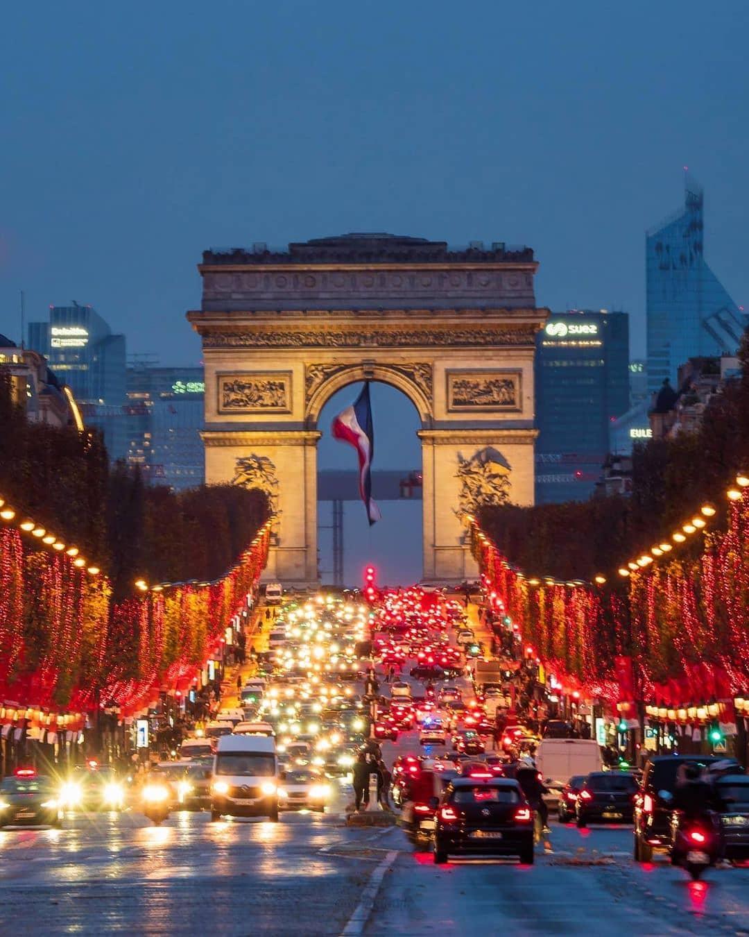Champs-ElyseesSpot Favorit Paris