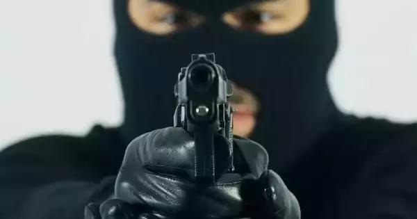 Αυτά είναι τα δικαιώματά σου αν κάποιος εισβάλει σπίτι σου - Τι θεωρείται νόμιμη άμυνα;