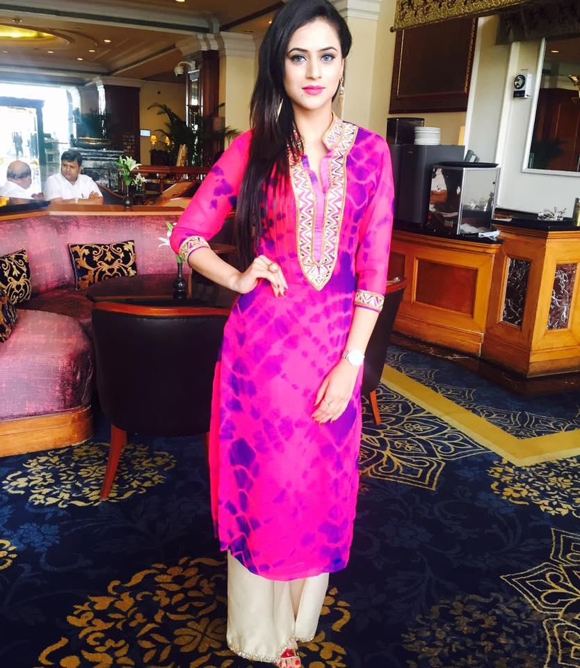 Punjabi Girls Pics In Suit