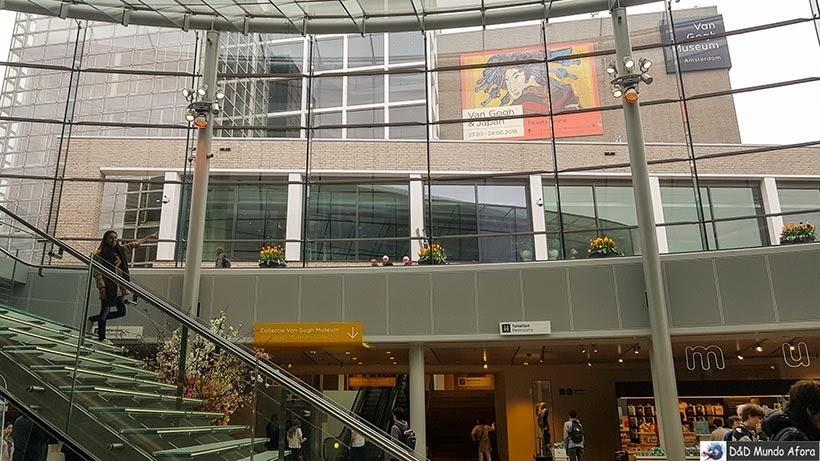 Escadas do museu Van Gogh em Amsterdam: como visitar o museu