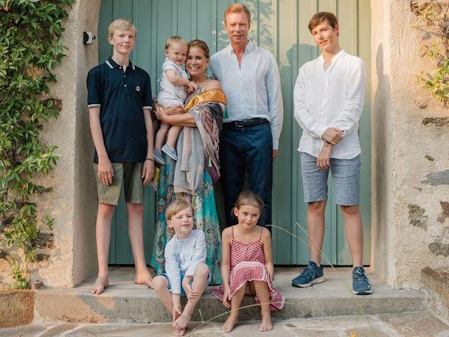 Maria Teresa, Princess Stephanie, Prince Charles, Princess Alexandra, Princess Amalia. Princess Claire in Young Empire dress