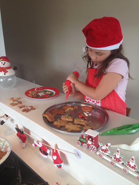 Girgerbread - Fazendo o famoso biscoito de Natal em família