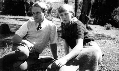 Lawrence Durrell and his wife, Nancy. Лоренс Даррелл и его жена Ненси.
