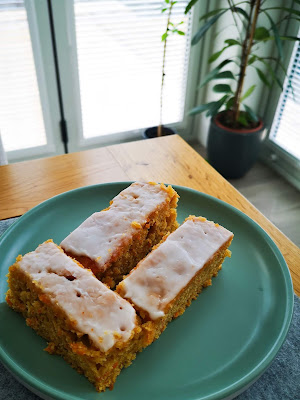 carrot cake traybake recipe by what claire did