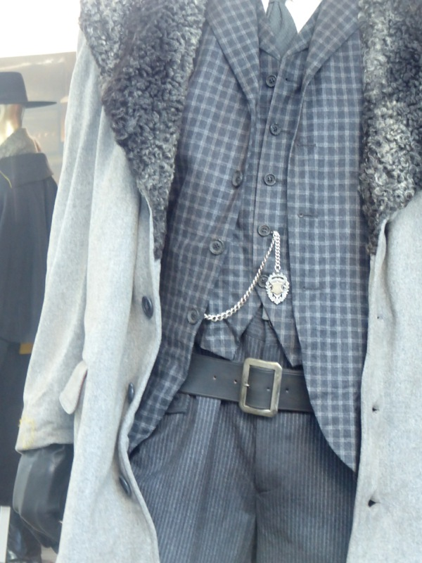 Hateful Eight Oswaldo Mowbry costume detail