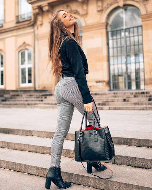 Lola Weippert Photos