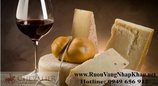 Rượu vang và phô mai, cặp đôi thú vị trên bàn tiệc