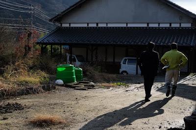 生坂村の古民家カフェ・ひとつ石 駐車場の打ち合わせ