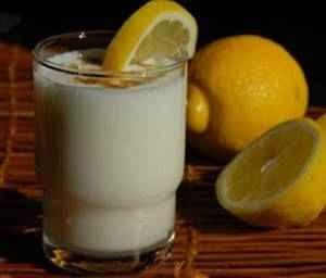 عصير الليمون بالحليب