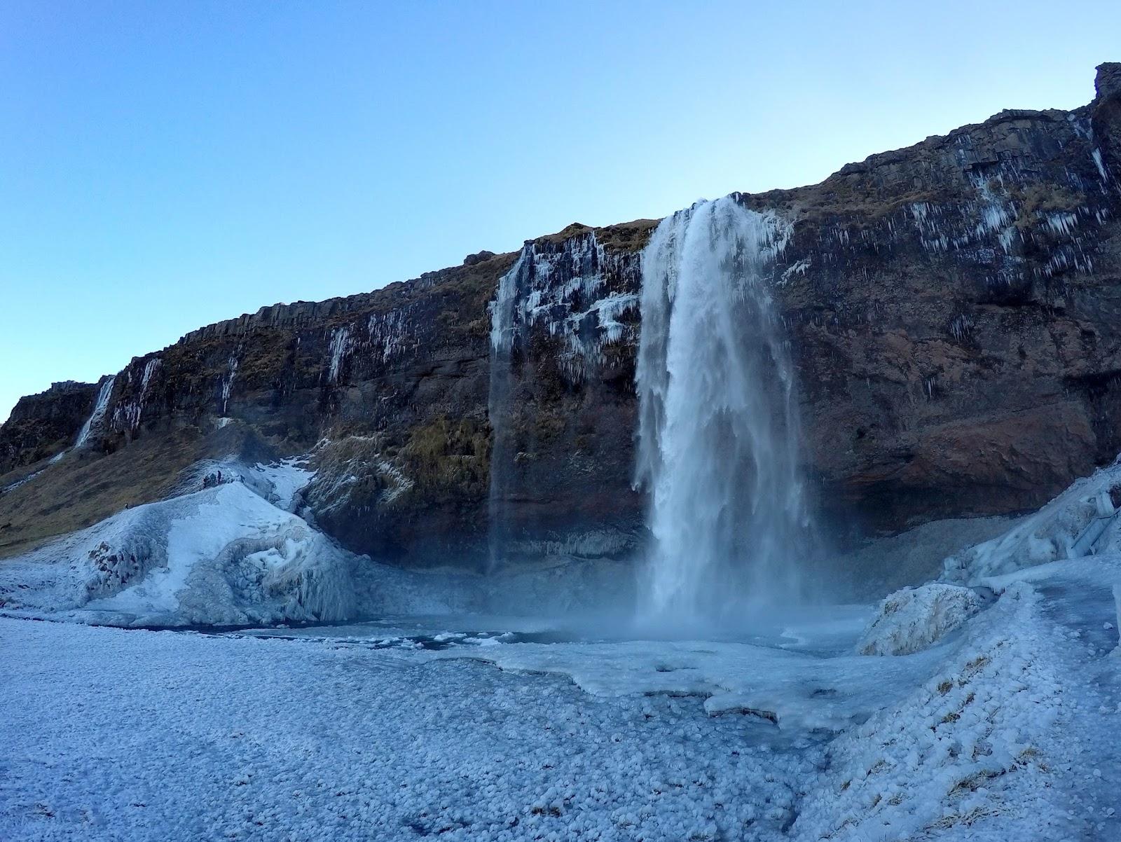 Wodospad Seljalandsfoss  zimą
