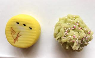 季節の主菓子<名月・こぼれ萩>、干菓子<いちょう・栗>