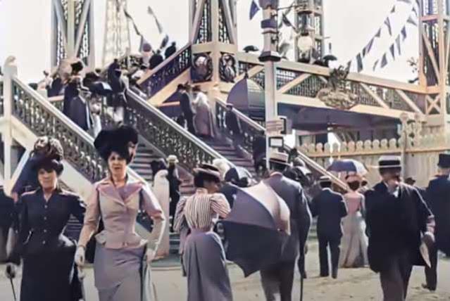 Out for a stroll in 1890s Paris randommusings.filminspector.com