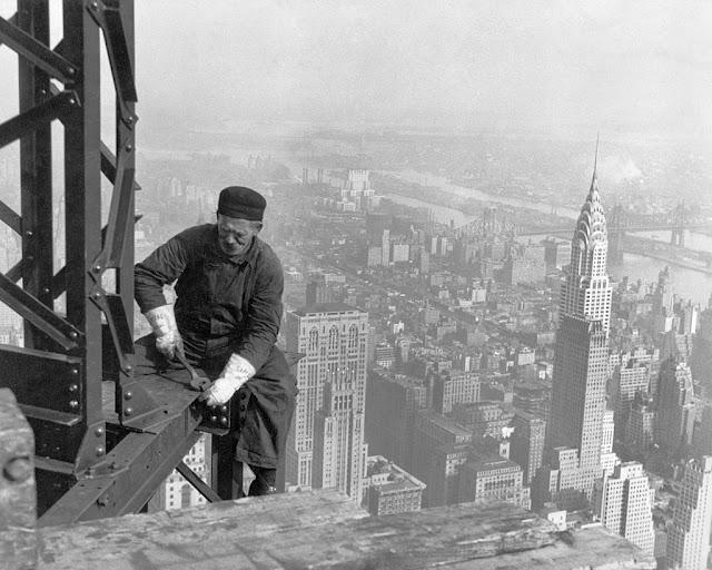 durante a construção do  Empire State Building - Nova York