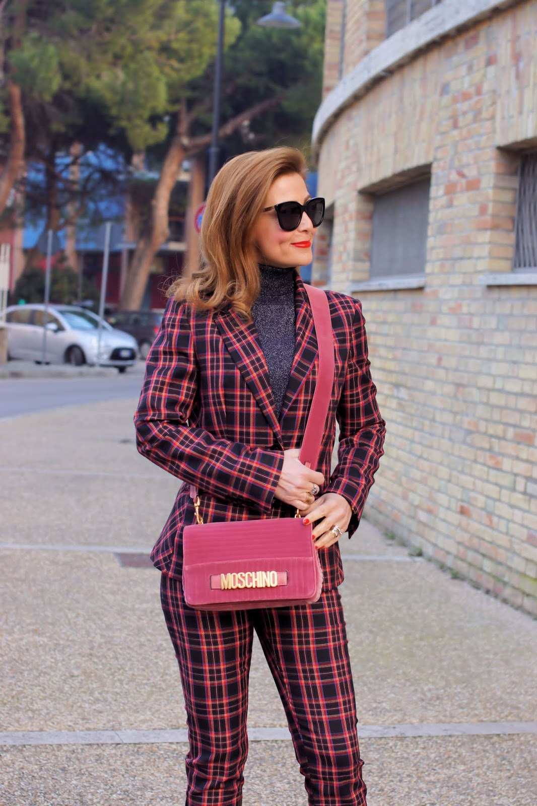 What to buy on sale: check suit, Fabi check suit and Moschino velvet bag on Fashion and Cookies fashion blog, fashion blogger