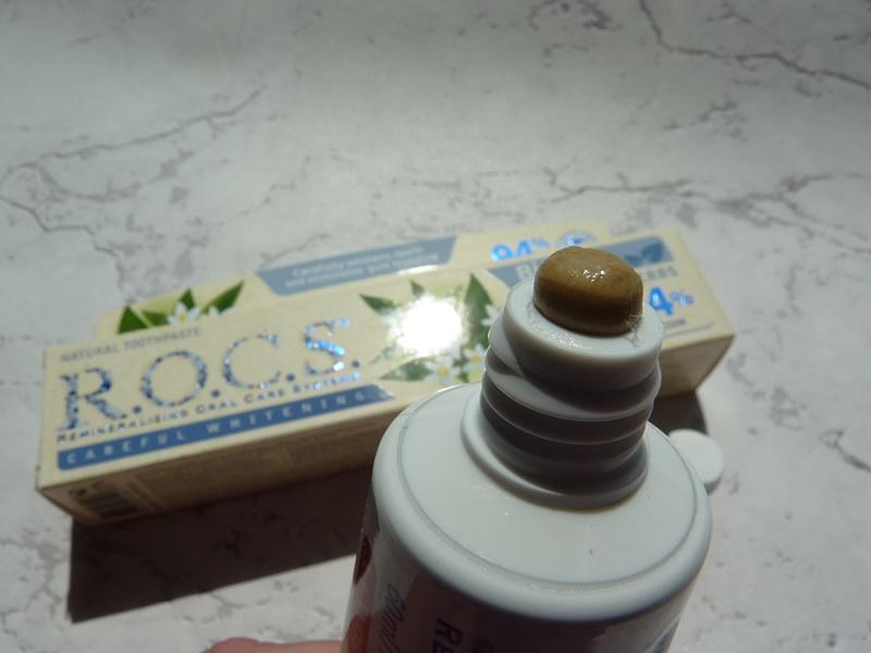 rocs ziołowa pasta wybielająca zęby