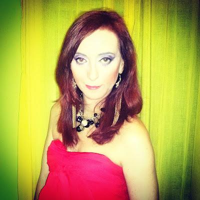 La actriz y Coach de Sevilla Paula Cobos habla de su barrio Triana en Sevilla