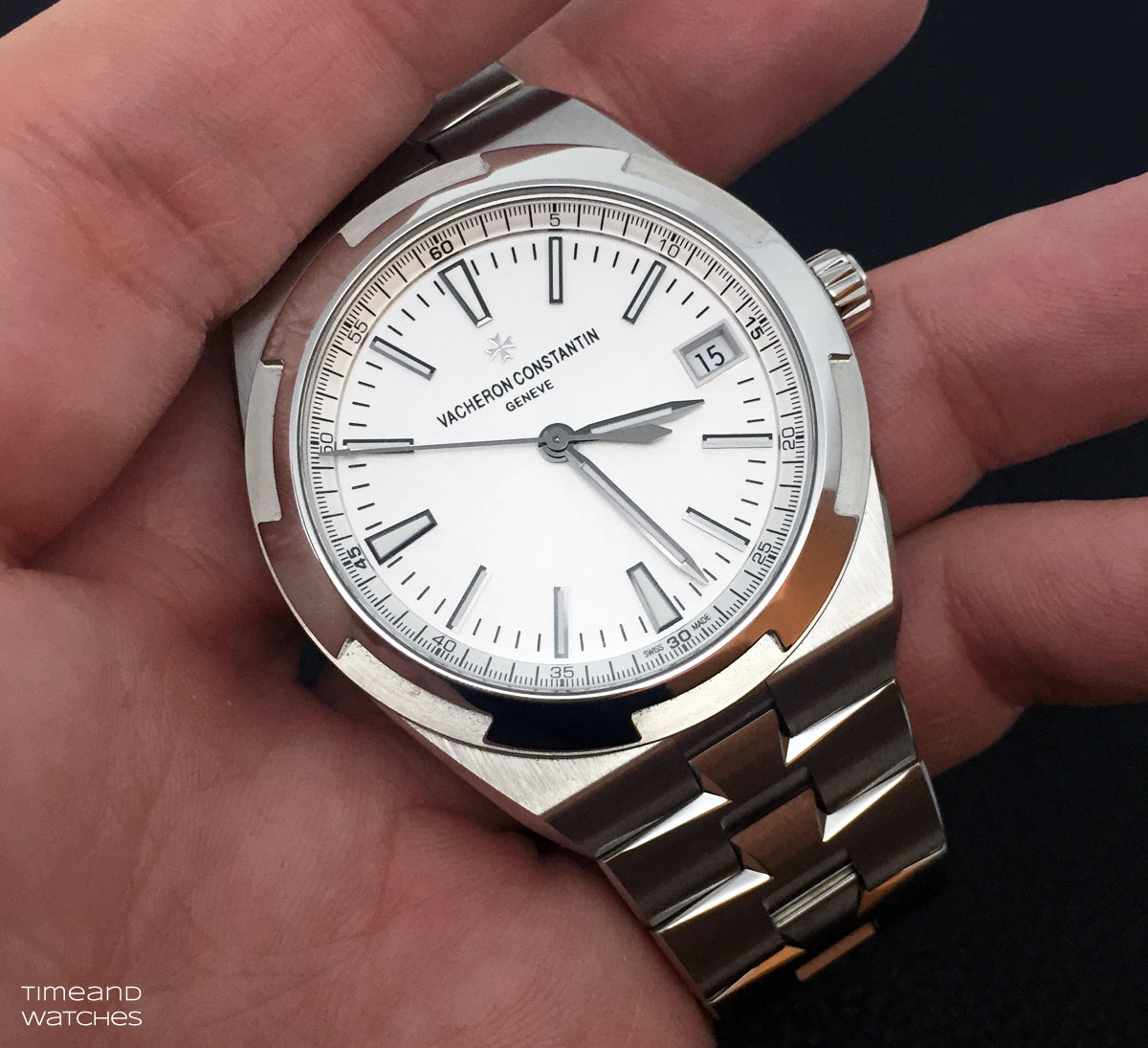https://1.bp.blogspot.com/-I3LEi9y3WRY/VrnLJ8TiDrI/AAAAAAAARK0/K4QWl-MaoYE/s1600/Vacheron-Constantin-Overseas-4500V-wristshot2.jpg