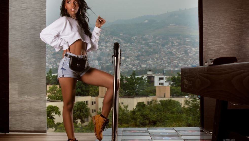 NiaMiller Model GlamourCams